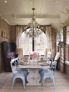 Now this is a sunporch.... turning it into a formal dining.... fabulous!