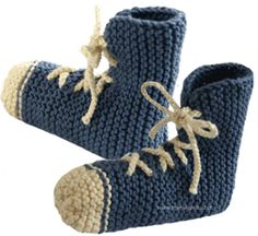 PANTUFLAS, PATUCOS, SLIPPERS – GRAFFITI Knitted Slippers, Slipper Socks, Knitting Stitches, Knitting Socks, Crochet Baby Shoes, Dyi Crafts, Baby Patterns, Embroidery, Sewing