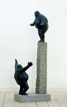 Sculptuur: een driedimensionaal beeld dat meestal door beeldhouwen of construeren is ontstaan.