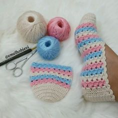 Crochet Baby Sweater with Unique Stitch - Crochet Dollies Crochet Baby Sweaters, Crochet Baby Booties, Crochet Slippers, Crochet Stitches, Knit Crochet, Crochet Hats, Hand Crochet, Crochet Dollies, Crochet Flowers