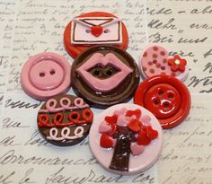 Buttons!  Am so making . I lo-ve them!  <3 from polymer clay
