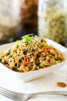 Crunchy Quinoa Salad Servings 4, Calories 261, Fat 18.7g, Carbohydrates 17.7g, Protein 8.2g, Cholesterol 0mg, Sodium 719mg, Fiber 3.7g, Sugars 2.3g, WW Points 7