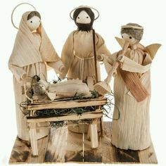 79 best images about corn husk Christmas Nativity Set, Christmas Night, Nativity Sets, Corn Husk Crafts, Corn Husk Dolls, Christian Crafts, Nature Crafts, Diy Arts And Crafts, Flower Basket