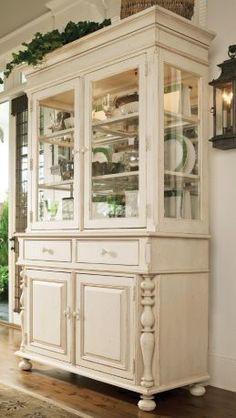 Universal Furniture Paula Deen Home China Cabinet in Linen Finish
