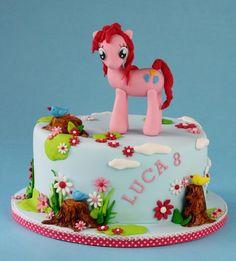 My Little Pony - Cake by leonietje My Little Pony Unicorn, My Little Pony Cake, My Lil Pony, Pretty Cakes, Cute Cakes, Unicorn Party, Unicorn Cakes, Horse Cake, Girl Cakes