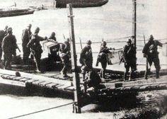 Truppe italiane superano il Piave durante la battaglia di Vittorio Veneto