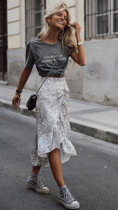 Summer mode on 61 trendy autumn street style outfits for 2019 2020 outfits outfitideas outfitstyle ~ agus momogicars com Mode Outfits, Trendy Outfits, Fashion Outfits, Womens Fashion, Converse Fashion, Basic Outfits, Dress And Converse, Simple Outfits, Black Converse Outfits