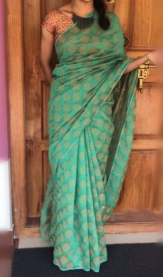 Elegant Fashion Wear Explore the trendy fashion wear by different stores from India Simple Sarees, Trendy Sarees, Stylish Sarees, Fancy Sarees, Indian Silk Sarees, Soft Silk Sarees, Indian Fabric, Elegant Fashion Wear, Dress Fashion