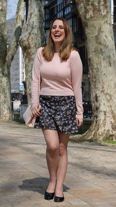 Miniskirt chic outfit for spring - Fashion Tights Pantyhose Fashion, Pantyhose Outfits, Fashion Tights, Nylons, Skirt Outfits, Chic Outfits, Spring Outfits, Nude Tights, Dress With Stockings