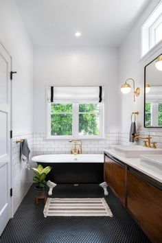 Black and White Modern Farmhouse Bathroom with Black and White Clawfoot Tub bathroom bathroomdecor bathroomdecorideas bathroomdecoratingideas bathroomideas bathroomdesign farmhousebathroom farmhousebathroomdecor modernfarmhousebathroom 669629038323413064 Clawfoot Tub Bathroom, Zen Bathroom, White Bathroom, Bathroom Interior, Small Bathroom, Bathroom Ideas, Bling Bathroom, Black Bathrooms, Lavender Bathroom