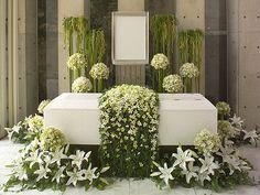 デザイナーズ花祭壇【葬儀・葬式の日比谷花壇フラワリーフューネラル】