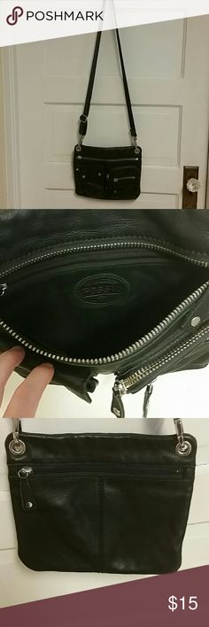 Fossil black leather crossbody bag Fossil black leather crossbody bag. This was an everyday carry so it does have some wear as seen in pic. Fossil Bags Crossbody Bags