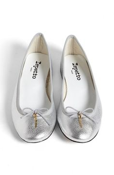 Sigh I love these french made ballets - if only I didn't have a wide foot.....silver repetto's with gold charm