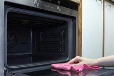 Det kan virke som et uoverskueligt projekt at rengøre ovnen, men med disse tricks, er din ovn ren på ingen tid.