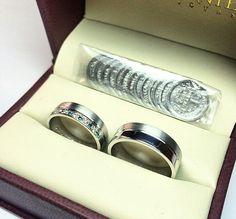 Argollas de matrimonio en oro blanco y diamantes azules