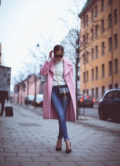 Kenza rocks the baby pink coat. Click for more pictures and look a like items Http://www.styletoday.nl