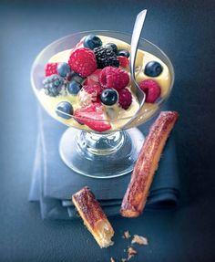 Sabayon glacé aux fruits rouges, allumettes au sucre