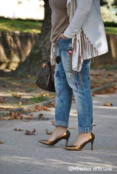 MFashion With Love: Un Jeans dal gusto Pop by Fiorella Rubino e un movimentato Cardigan con Frange || Curvy || Plus size || Outfit Fiorelli, Indie Pop, Cardigan, Chic, Jeans, Outfits, Style, Fashion, Bangs