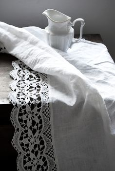 From The Netherlands loves vintage and/or shabby chic,Rufus Sewell and the Royal Family of French music Jacques Dutronc,Françoise Hardy and Thomas Dutronc Antique Lace, Vintage Lace, White Cottage, Linens And Lace, Vintage Fabrics, Table Linens, Home Textile, Linen Fabric, Shabby Chic