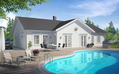 Villa med rymd och ljus Härlig enplansvilla i New England-stil. Huset har en praktisk uppdelning i två separata sovrumsdelar för barn respektive föräldrar, med gemensamma ytor i mitten. I vuxendelen finns master bedroom med egen klädkammare och bad. I ungdomsdelen finns tre sovrum, allrum och bad. Köket och vardagsrummet hänger ihop …