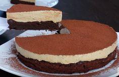 Ένα υπέροχο σοκολατένιο κέικ χωρίς αλεύρι με μους καφέ. Ένα ιδιαίτερο, ξεχωριστό αγαπημένο κέικ που σίγουρα θα σας ενθουσιάσει η υπέροχη γεύση και η πλούσι