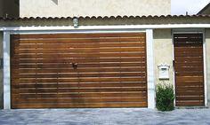 portões-de-madeira Home Gate Design, Iron Gate Design, Small House Interior Design, Door Design, House Design, Entrance Design, Entrance Hall, Gate House, Sweet Home