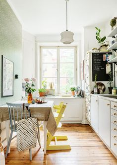 awesome Two lovely Swedish kitchen tours (my scandinavian home) Kitchen Inspirations, House Styles, Scandinavian Home, Home Kitchens, Home, Interior, My Scandinavian Home, Swedish Kitchen, Home Decor