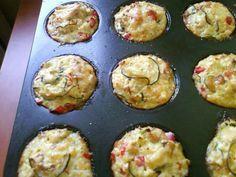 Muffinki bez mąki z sezonowymi warzywami, kaszą jaglana i filetem z indyka Lunch Box, Snacks, Breakfast, Cake, Recipes, Food, Suppers, Impreza, Morning Coffee