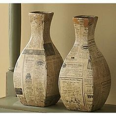 newspaper vases-- more papier mache! Paper Mache Projects, Paper Mache Crafts, Cardboard Crafts, Paper Vase, Paper Clay, Bottle Art, Bottle Crafts, Diy Papier, Newspaper Crafts