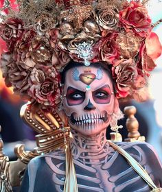 2017 Dia de los Muertos at Hollywood Forever Mexico Day Of The Dead, Day Of The Dead Art, Sugar Skull Makeup, Sugar Skull Art, Sugar Skulls, Halloween Makeup Looks, Halloween Kostüm, Vintage Halloween, Halloween Costumes
