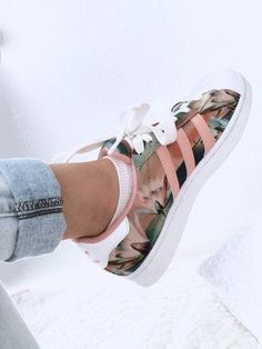 2e6e54c2bcb Addidas floral print shoes light coral pink Waaaant them!!!! Zapatillas  Adidas