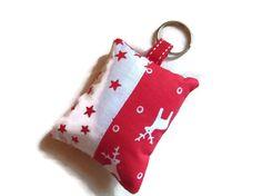 porte-clés en tissu, bijoux de sac , noël, rennes, étoiles, rouge blanc