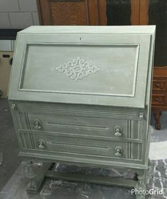 Paint this secretair in the color Olive and dry brush with original Annie Sloan Chalkpaint Diy Furniture Redo, Chalk Paint Furniture, Refurbished Furniture, Farmhouse Furniture, Upcycled Furniture, Furniture Making, Real Milk Paint, Wood Artwork, Annie Sloan Chalk Paint