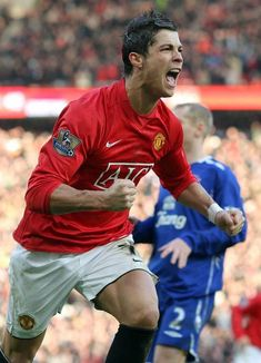 Ronaldo was the hero with a brace as United beat Everton in December 2007 Cristiano Ronaldo 7, Cristiano Ronaldo Manchester, Cr7 Ronaldo, Manchester City, Manchester United Players, Tottenham Hotspur, Newcastle, Good Soccer Players, Chelsea