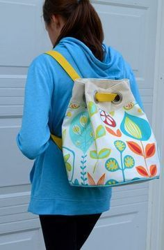 Sewing Bags Last week (-ish), I showed you guys this bag I'd made and polled you about whether to turn it into a pattern or do a quick deconstru. Backpack Pattern, Tote Backpack, Tote Pattern, Backpack Tutorial, Beach Backpack, Pouch Tutorial, Tote Purse, Hobo Bag, Bag Patterns To Sew