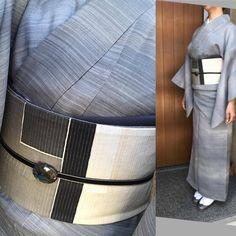 今日は勝山健史さんの展示会に出かけました。 美しい着物や帯を拝見できました。 先日お願いしました帯が織り上がっていて とっても感激! 絶対使える素敵な帯になりました。 早く見て頂きた〜い!(^^♪ #きもの睦月 #塩繭 #勝山健史 #着付け教室森田空美先生の着方をお伝えしております #きものコーディネート #おしゃれ #ファッション #名古屋  #久屋大通 #ホワイトメイツ3F #美しい布 #シケ引き着物 #仁平幸春 #foglia Traditional Japanese Kimono, Japanese Style, Japanese Outfits, Modern, Clothes, Fashion, Kimonos, Outfits, Moda