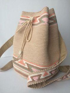 Tapestry Bag Tapestry Crochet Knit Crochet Crochet Purses Yarn Crafts Diy Crafts Eyeliner Eyeshadow Holidays With Kids Free Crochet Bag, Crochet Tote, Crochet Handbags, Crochet Purses, Crochet Stitches, Knit Crochet, Drawstring Bag Diy, Mochila Crochet, Tapestry Crochet Patterns