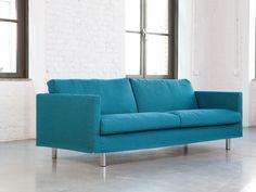 Store| Sits - Handgjorda stoppmöbler i hög kvalitet.IMPULSE är elegant och luftig soffa som skapar ett mjuk och behagligt intryck i hemmet. Med sin karaktär och enkelhet kommer den skapa en stilren känsla i rummet oavsett vilket rum du väljer att placera den i. Variationerna på soffan är många. Välj att framhäva den moderna stilen med en av två typer av metallben eller tona ner med trädetaljer. Skapa den form på soffan du vill ha genom att välja armstöd och tillvalbara armstödskuddar för att…