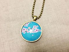 Glass Pendant Flower Necklace from FantasticDIY
