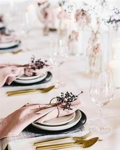 Linen napkins - Set of 6 napkins - Tablecloth napkins - kitchen napkins - Bluch pink / Light pink l Wedding Table Decor Wedding Table Linens, Wedding Table Decorations, Wedding Table Settings, Place Settings, Table Centerpieces, Wedding Centerpieces, Wedding Tables, Gold Decorations, Reception Table