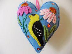 Cardellino sentiva ornamento cuore / feltro di heartfeltwhimsy
