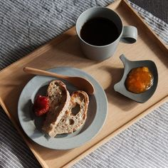 Gray and black-glazed dinnerware by Yumiko Iihoshi. The small Tori Dish, here filled with jam, is also used as a tea bag holder and sweets plate | Anzu New York