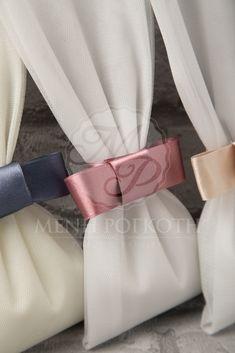 Μένη Ρογκότη - Μπομπονιέρες γάμου σε κλασικό ύφος από τούλι με σατέν φιόγκο σε υπέροχα χρώματα Diy Wedding, Wedding Cakes, Wedding Day, Tulle Wreath, Pouch, Invitations, Wedding Dresses, Weddings, Cakes