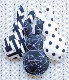 Something is wrong with Hasi . Easter decorations with a difference! Something is wrong with Hasi … Easter decorations with a difference! Home Decor Baskets, Basket Decoration, Sewing Crafts, Sewing Projects, Diy Ostern, Creation Couture, Hoppy Easter, Baby Sewing, Easter Baskets