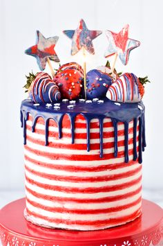 This red, white, and blue flag themed cake is a fun decorated dessert for holidays such as Memorial Day or of July. Using a white cake recipe, with red and white striped buttercream frosting, a bl Fourth Of July Cakes, 4th Of July Desserts, 4th Of July Celebration, 4th Of July Party, Bbq Desserts, Blue Chocolate, Chocolate Drip, Chocolate Ganache, Memorial Day
