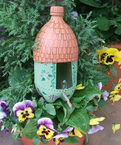 This recycled soda bottle makes a wonderful bird feeder Crafternoon project! Just use a little spray paint and permanent markers! Pop Bottle Crafts, Plastic Bottle Crafts, Diy Bottle, Recycle Plastic Bottles, Bottle Art, Bird Feeder Craft, Birdhouse Craft, Bird Feeders, Birdhouses