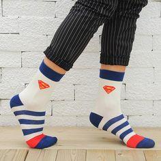 53ffbf3af35 1Pair 5Colors Fashion USA Cartoon Brand Mens Sock Superheroes Funny Cotton  Socks Free Shipping Batman Vs