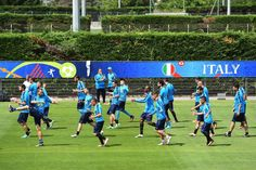 Italy's national football team during a training session in Montpellier on June 12, 2016, prior to the Euro 2016 football match against Belgium in Lyon. / AFP / VINCENZO PINTO