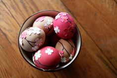 Easter Egg Decorating. Sooo pretty.