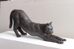Ангела Хантер (Angela Hunter) талантливый художник образов, скульптур и человеческая фигура и занятия животного в  бронзе или бронзовой смоле. Растяжка Кот Длина 66 см - £ 950.00 (бронза смола), £ 6000.00 (бронза)